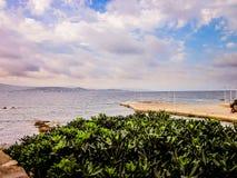 Scheuert sich auf der Küste Lizenzfreie Stockfotos