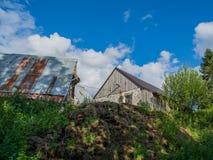 Scheune auf Hügel Lizenzfreie Stockfotos