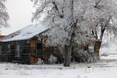 Scheune im Schnee Stockfotos