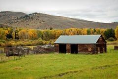 Scheune in Rocky Mountains Lizenzfreies Stockfoto