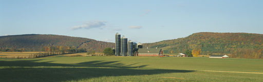 Scheune und Silos, Dutchess County, New York Lizenzfreies Stockbild