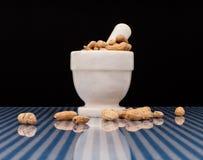 Schiacciamento delle arachidi arrostite Immagine Stock