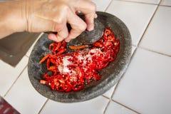 Schiacciare i peperoncini rossi Immagini Stock