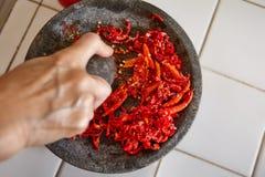 Schiacciare i peperoncini rossi Fotografie Stock Libere da Diritti