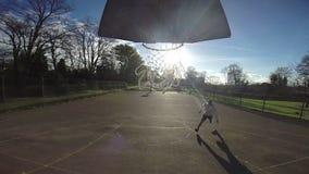 Schiacciata di pallacanestro al rallentatore stock footage