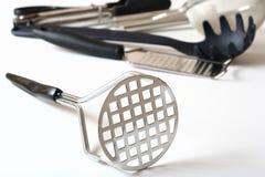 Schiacciatore della patata dell'utensile della cucina Fotografie Stock Libere da Diritti