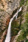 Schiaffo Savica della cascata nel parco nazionale di Triglav vicino al lago Bohinj, Slovenia Immagini Stock Libere da Diritti