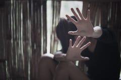 Schiavitù della donna, abuso sessuale di arresto ed atti violenti contro le donne, fotografie stock