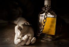 Schiavo o alcolismo dell'alcool Immagini Stock Libere da Diritti