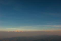 Schicht Berge und Nebel während des Sonnenuntergangs, Bergnebel, Länder stockbilder
