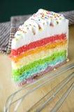 Schicht des Regenbogenkuchens lizenzfreies stockbild