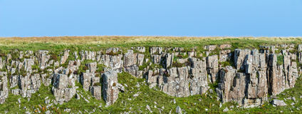 Schicht Eruptivgesteine in der Insel von Skye, Schottland Stockbild