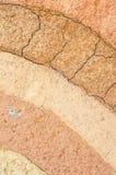 Schicht trockener Boden knackt Beschaffenheit und Hintergrund lizenzfreie stockbilder