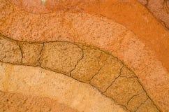 Schicht trockener Boden knackt natürliche Beschaffenheit und Hintergrund lizenzfreie stockfotos
