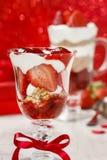 Schichterdbeere und Schokoladennachtisch Stockbilder
