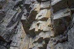 Schichtung von Felsen auf dem an Gebirgsmassiv von Pasubio lizenzfreies stockbild