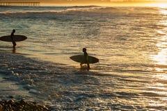 Schichtwechsel an Ventura-Strand lizenzfreie stockbilder