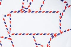 Schicken Sie Umschlag per Luftpost stockfotografie