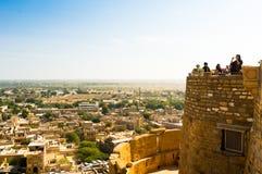 Schießende Fotos der Leute von der Spitze Jaisalmer-` s goldenen Forts Lizenzfreie Stockfotografie
