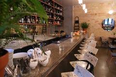 Schießendes modisches Café oder Restaurant des Innenraum- und Barhippies stockfoto