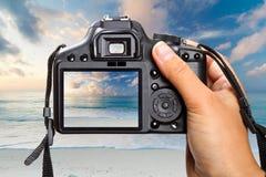 Schießensonnenaufgang auf DSLR Kamera Stockfotos