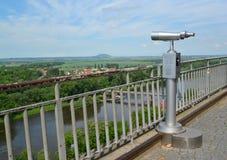 Schieben Sie für Übersicht eines Panoramas des Flusses von Elba in der Tschechischen Republik ineinander Stockfotos