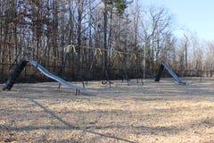 Schieben Sie und Schwingen am Park und an einem feautiful suuny Tag Stockfoto