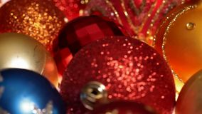 Schieben vor schönen Weihnachtsdekorationen stock video footage