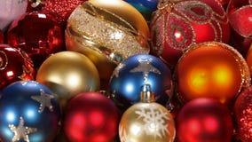 Schieben vor schönen Weihnachtsdekorationen stock video