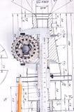 Schieber mit Teil auf Konstruktionszeichnung Stockbild