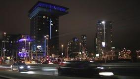 Schiedamsedijk-Straße in Rotterdam nachts stock footage