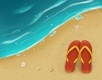 Schiefer auf dem Strand nahe dem Meer Lizenzfreie Stockbilder