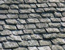 Schiefer auf einem alten Dach Stockfotos