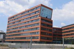Schiefes Haus stockfotografie