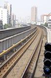 Schiene in der Stadt lizenzfreies stockbild