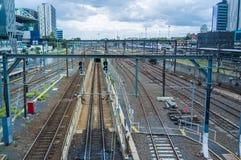 Schienen tauschen das Kommen in Bahnhof des Kreuzes des Südens aus melbo Stockbilder