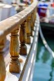Schienen weg des Segelboots stockfotos