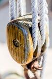 Schienen weg des Segelboots stockfoto