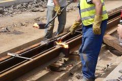 Schienenarbeitskräfte bei der Arbeit Lizenzfreie Stockbilder