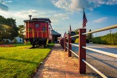 Schienenfahrzeug außerhalb der Bahnstation in neuem Oxford, Pennsylvania Lizenzfreies Stockfoto