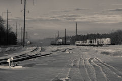 Schienenlandschaft schneiendes BW Stockfotografie