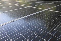 Schiera dei moduli fotovoltaici Immagini Stock