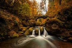 Schiessentumpel vattenfall i Mullerthal arkivbilder