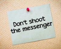 Schiet niet de boodschapper stock afbeelding