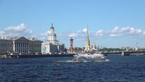Schiff 'Meteor 'am Neva Sunny June-Tag St Petersburg, Russland stock video footage