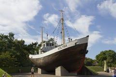 Schiff auf Bank Stockbilder