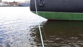 Schiff auf dem Dock stock video