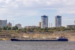 Schiff auf dem Fluss Stockfotografie