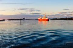 Schiff auf dem Meer lizenzfreie stockfotos