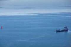 Schiff auf dem Meer Stockbild